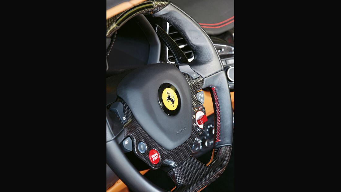 Ferrari 458 Spider, Lenkrad, Emblem