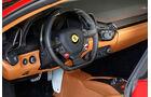 Ferrari 458 Spider, Lenkrad, Rundinstrumente