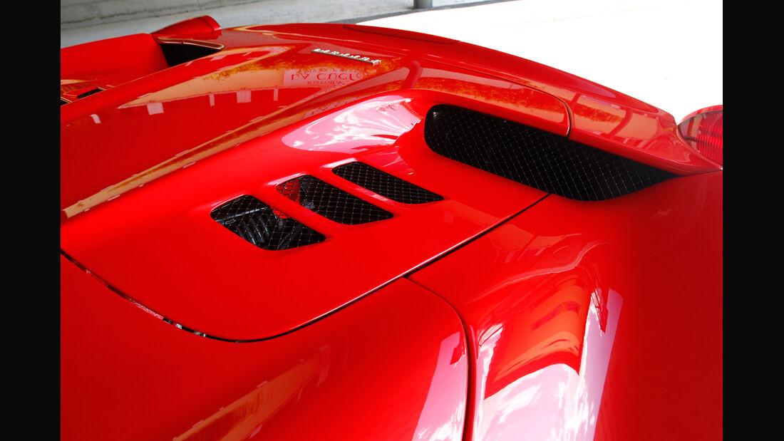 Ferrari 458 Spider, Motorenhaube