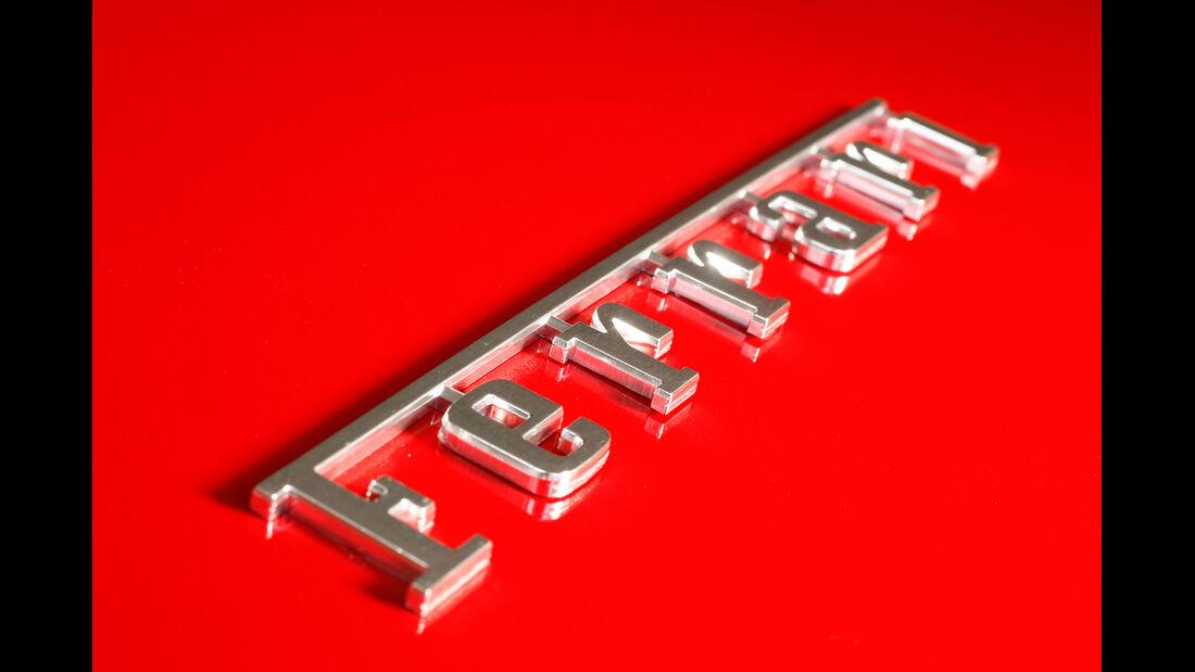 Ferrari 458 Spider, Schriftzug
