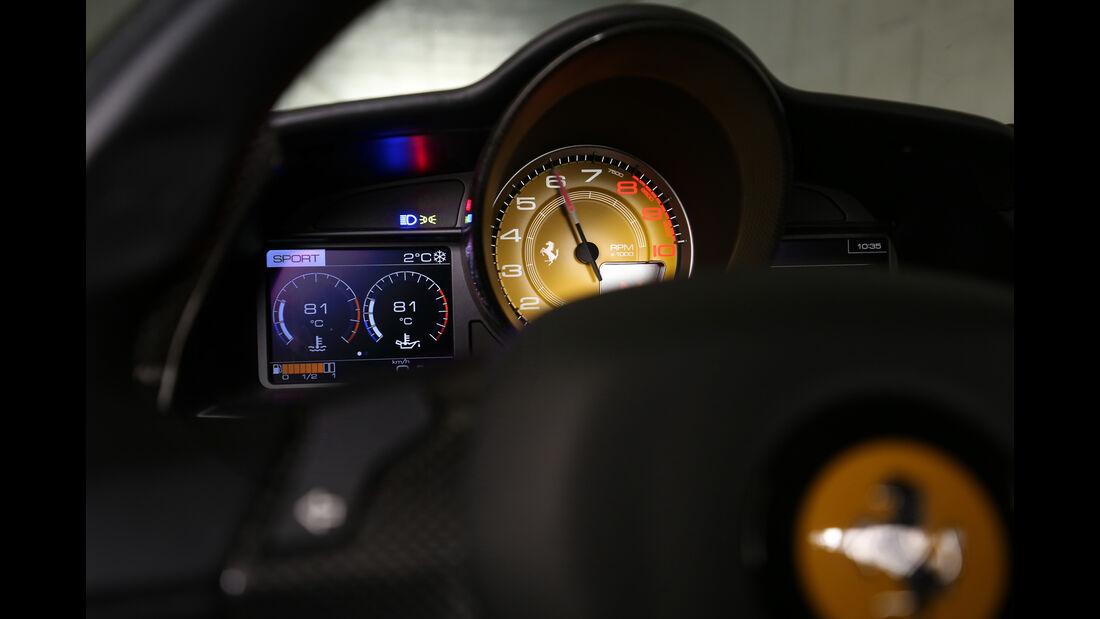 Ferrari 488 GTB, Anzeigeinstrumente