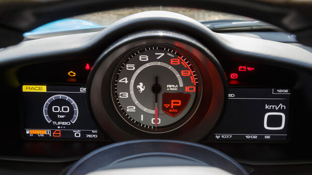 Ferrari 488 Spider, Anzeigeinstrumente