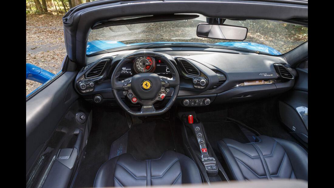 Ferrari 488 Spider, Cockpit