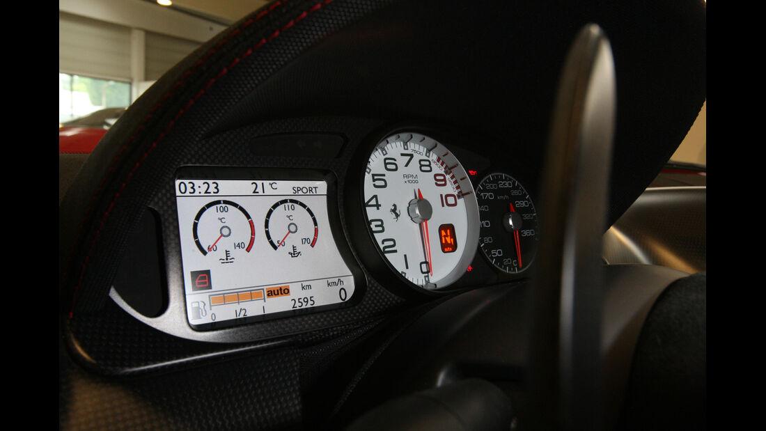 Ferrari 599 GTO, Tacho, Rundinstrument