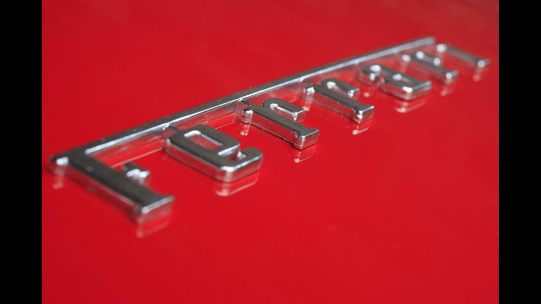 Ferrari California Emblem
