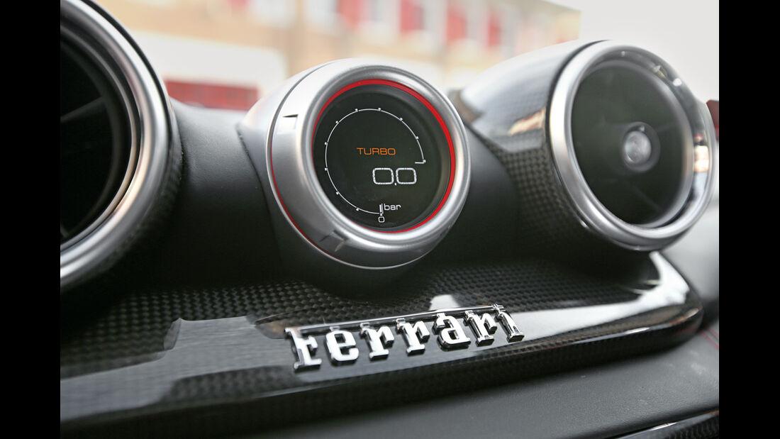 Ferrari California T, Anzeigeinstrumente