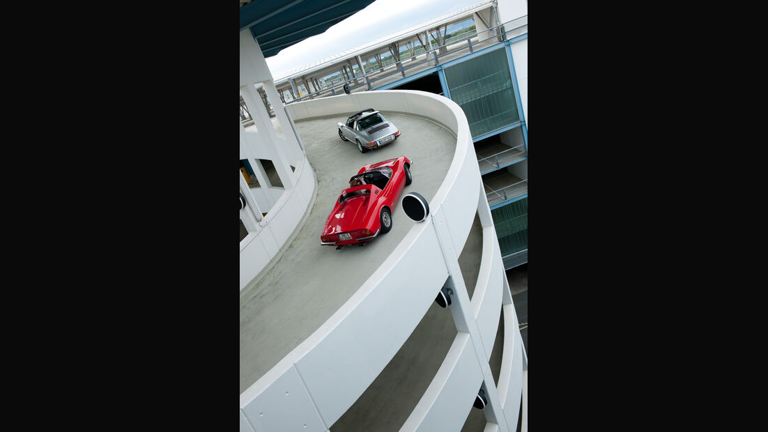 Ferrari Dino 246 GTS, Porsche 911 S Targa, Heckansicht
