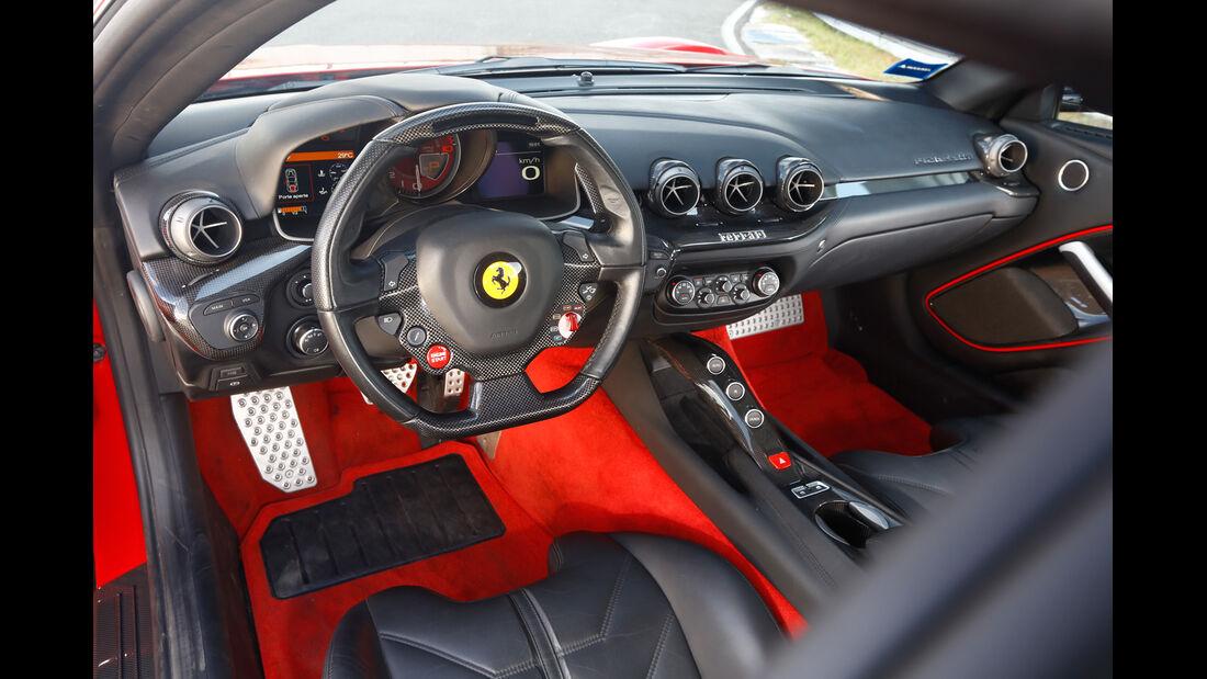 Ferrari F12 Berlinetta, Cockpit