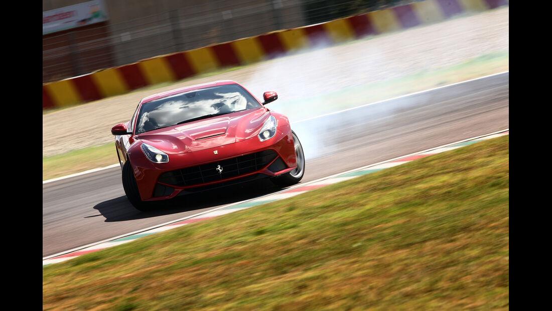 Ferrari F12 Berlinetta, Frontansicht, Driften