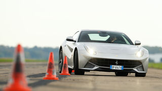 Ferrari F12 Berlinetta, Frontansicht, Slalom