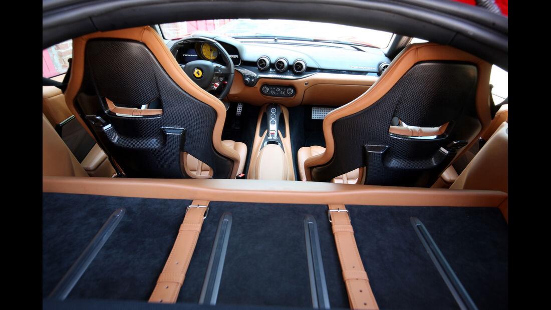 Ferrari F12 Berlinetta, Innenraum, Ladefläche