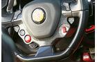 Ferrari F12 Berlinetta, Lenkrad,Bedienelemente