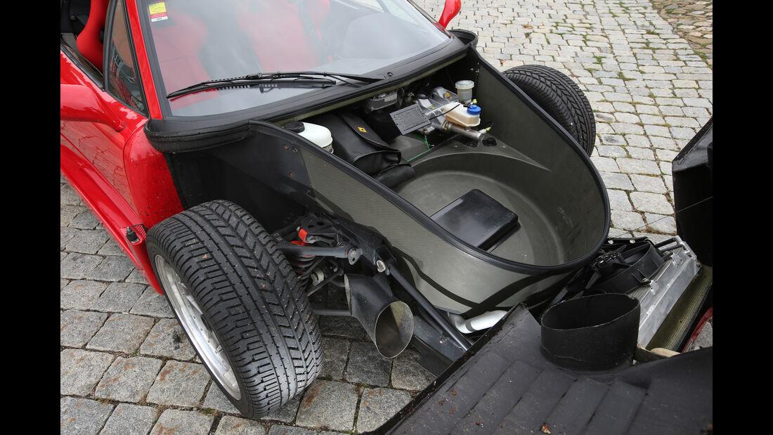 Ferrari F40, Blickunter die Haube