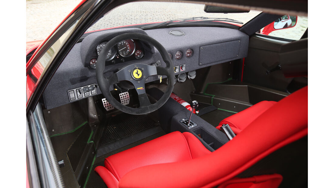 Ferrari F40, Cockpit