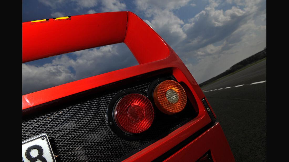 Ferrari F40, Heckleuchte