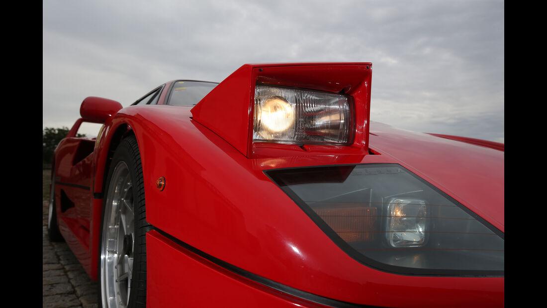 Ferrari F40, Klappscheinwerfer