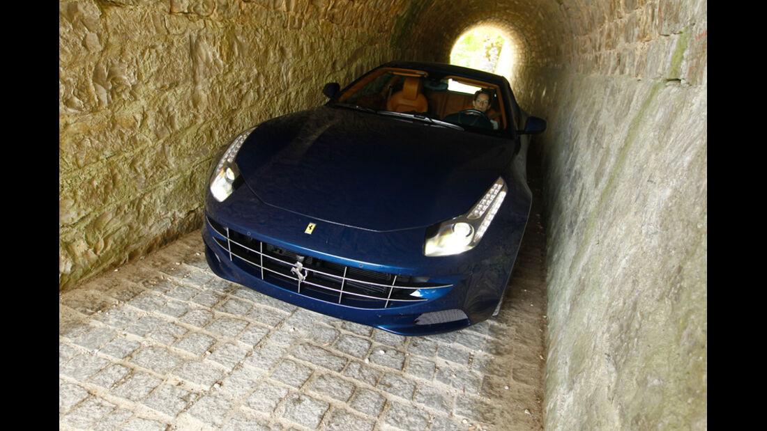 Ferrari FF, Frontansicht, Tunnel