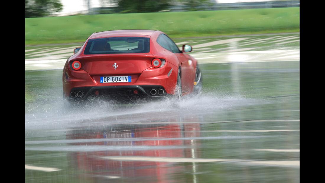 Ferrari FF, Heck, Wasserstraße