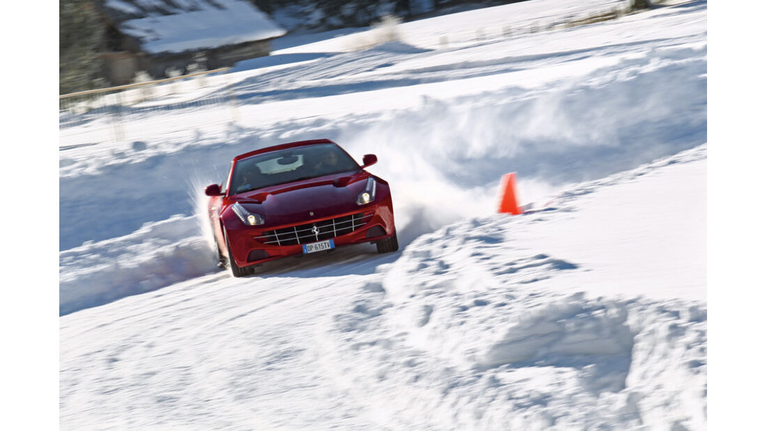 Ferrari FF, Kurvenfahrt