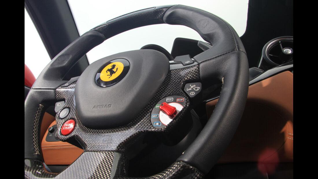 Ferrari FF, Lenkrad