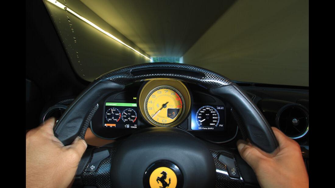 Ferrari FF, Lenkrad, Tacho