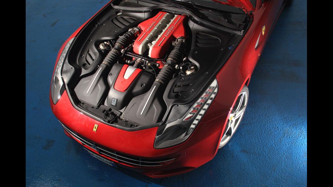 Ferrari FF, Motor, Motorhaube offen