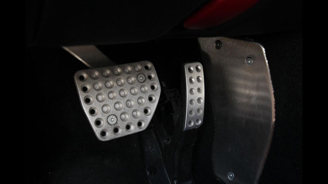 Ferrari FF, Pedal
