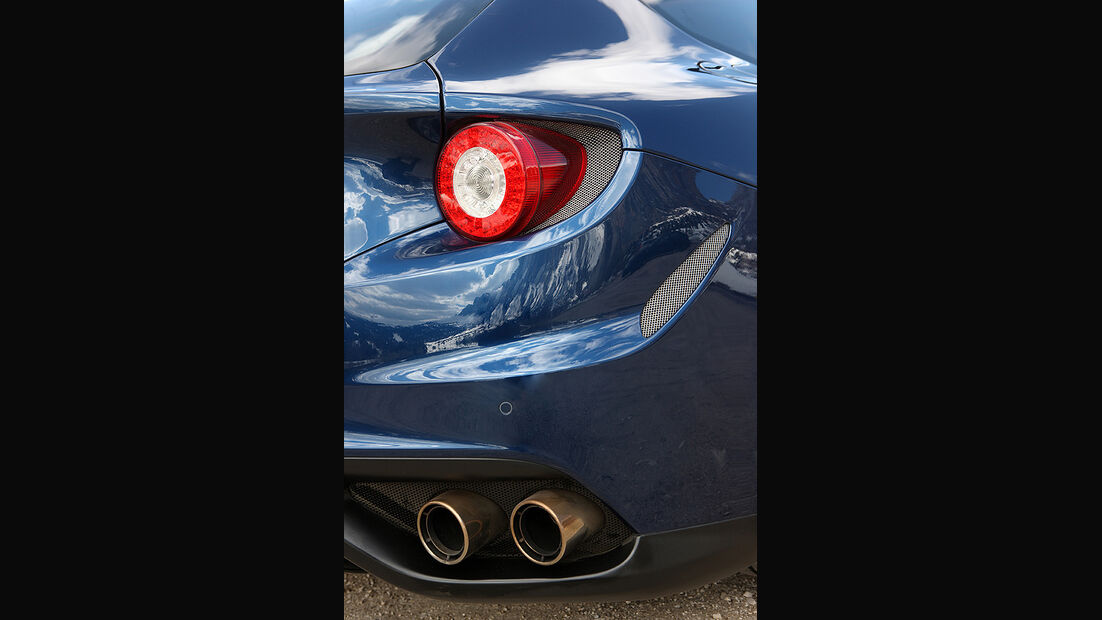 Ferrari FF, Rückansicht, Auspuffanlage, Rücklicht