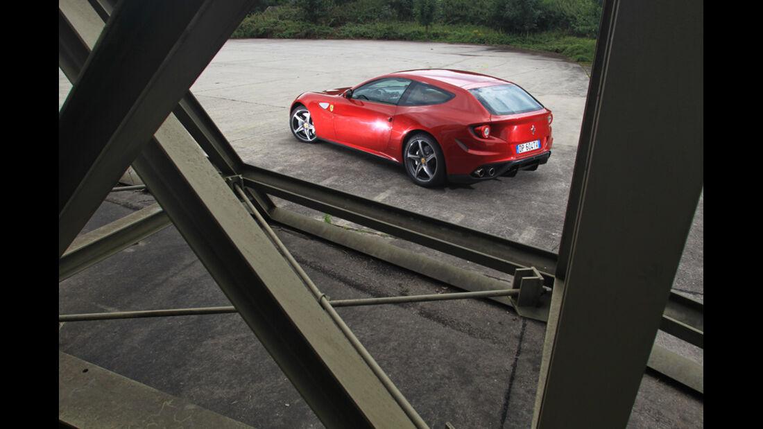 Ferrari FF, Seitenansicht, Gitter
