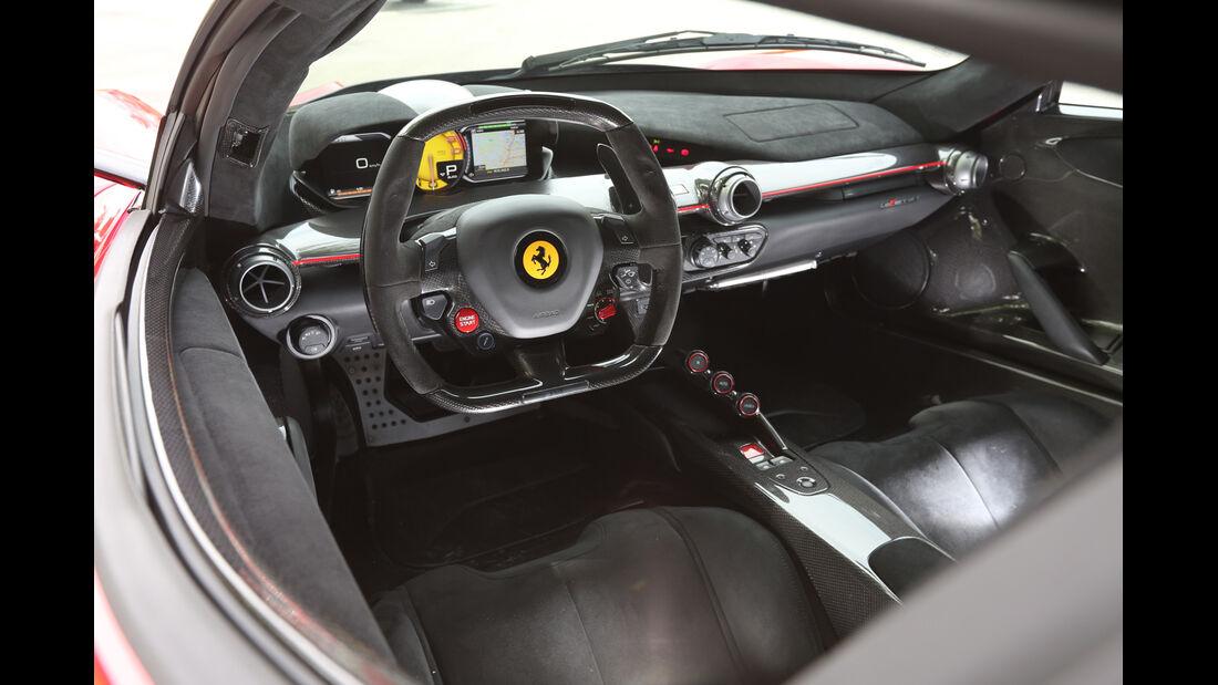 Ferrari LaFerrari, Cockpit