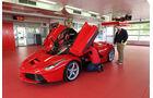 Ferrari LaFerrari, Frontansicht, Scherentüren, Garage