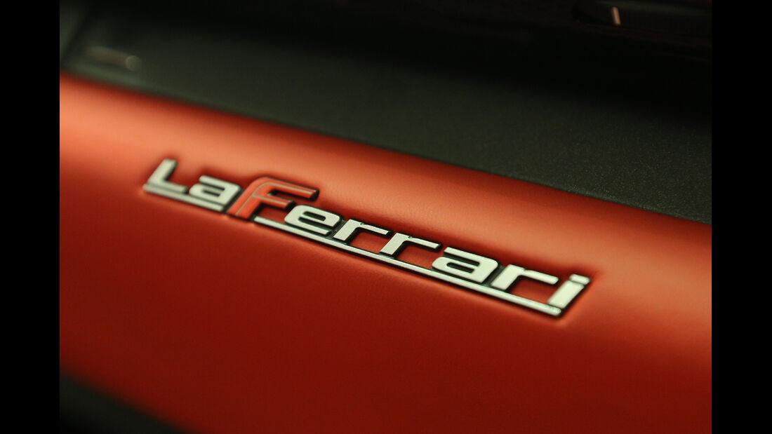 Ferrari LaFerrari, Schriftzug