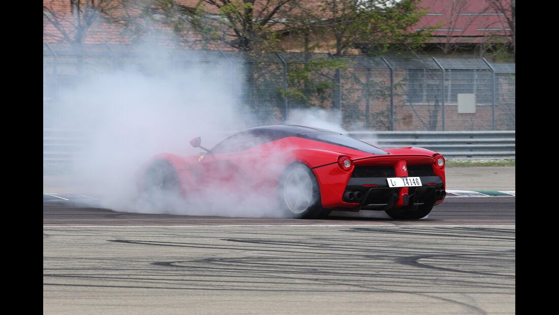 Ferrari LaFerrari, Seitenansicht, Burnout
