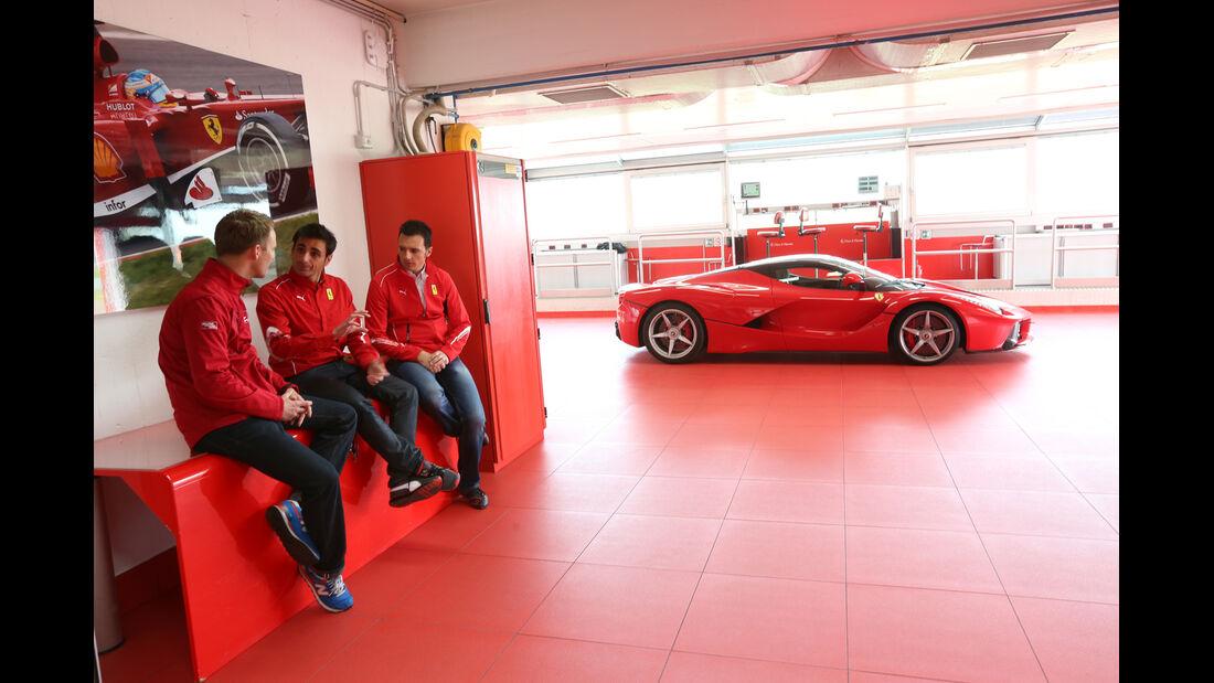 Ferrari LaFerrari, Seitenansicht, Garage