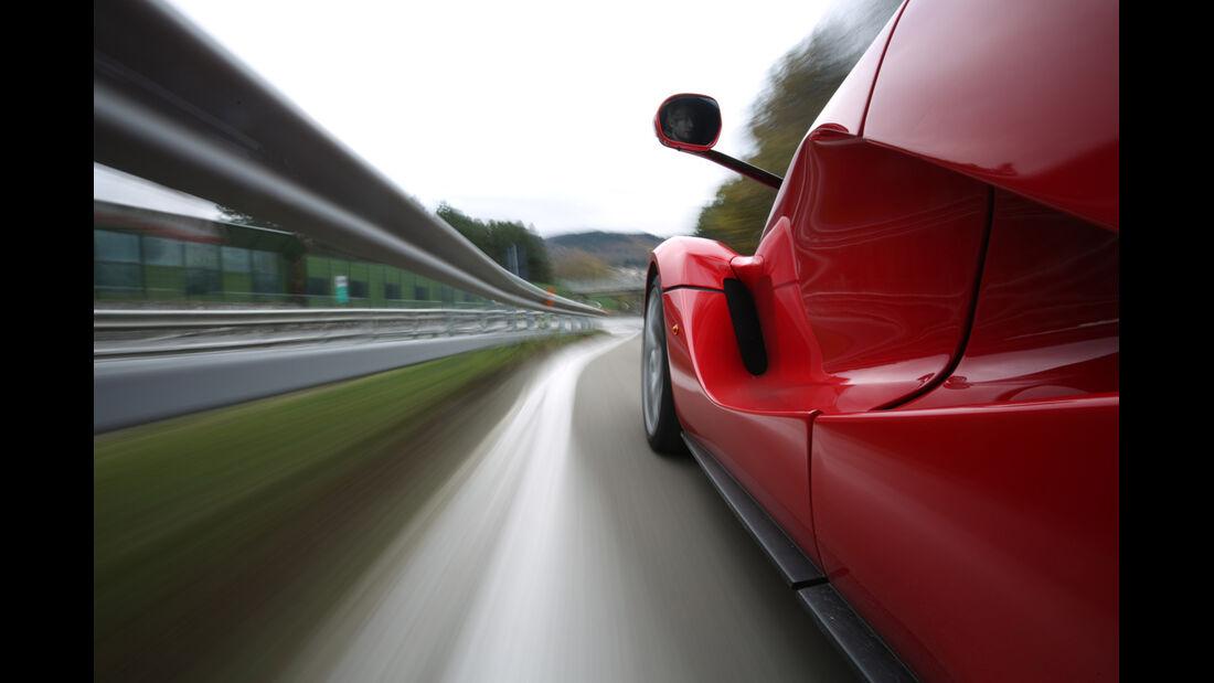 Ferrari LaFerrari, Seitenführung