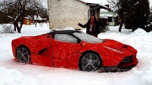 Ferrari LaFerrari aus Schnee
