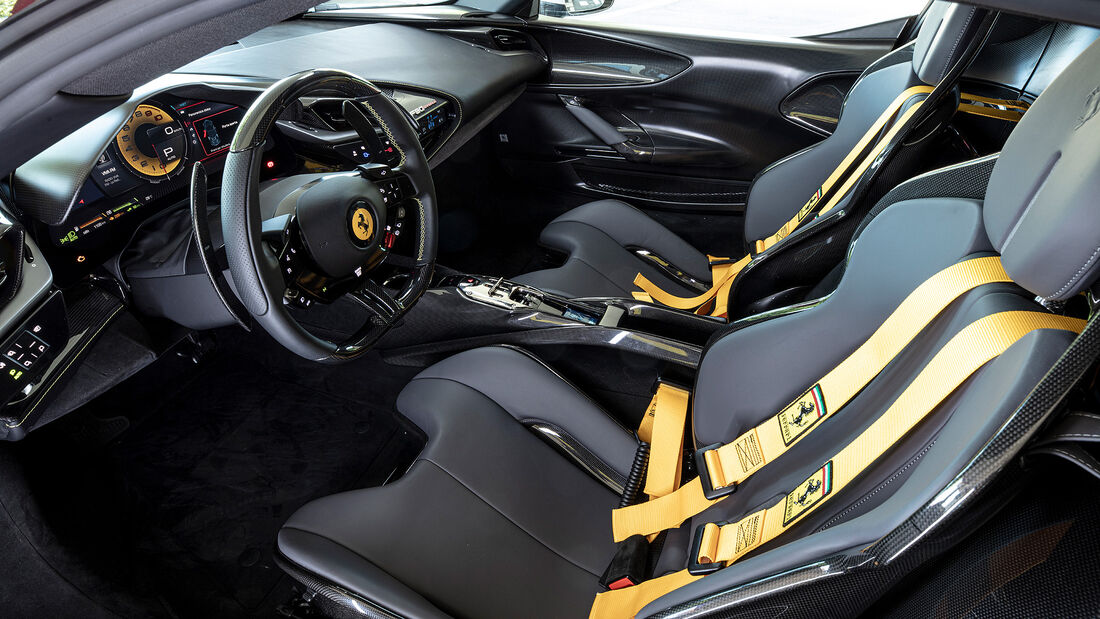Ferrari SF 90 Assetto Fiorano, Exterieur/Interieur