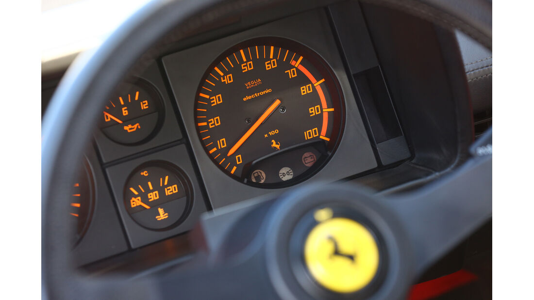 Ferrari Testarossa, Rundinstrumente, Tacho