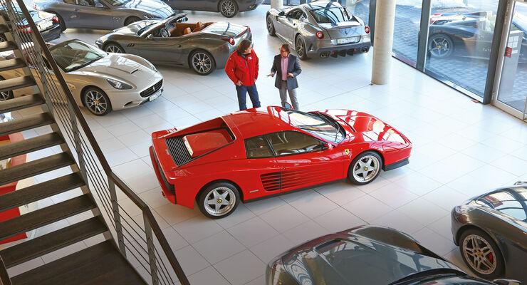Ferrari Testarossa, Seitenansicht, Verkaufsraum