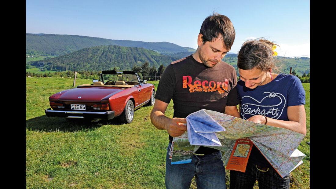 Fiat 124 Spider, Rückansicht, Anna Matuschek, Karten lesen