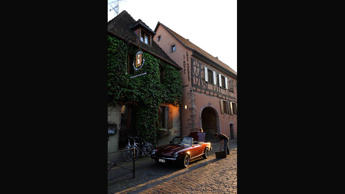 Fiat 124 Spider, Seitenansicht, Abendstimmung