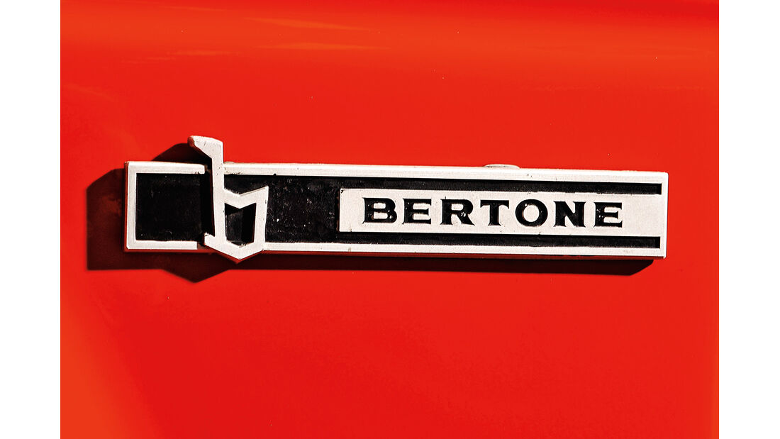 Fiat 131 Abarth, Bertone, Schild