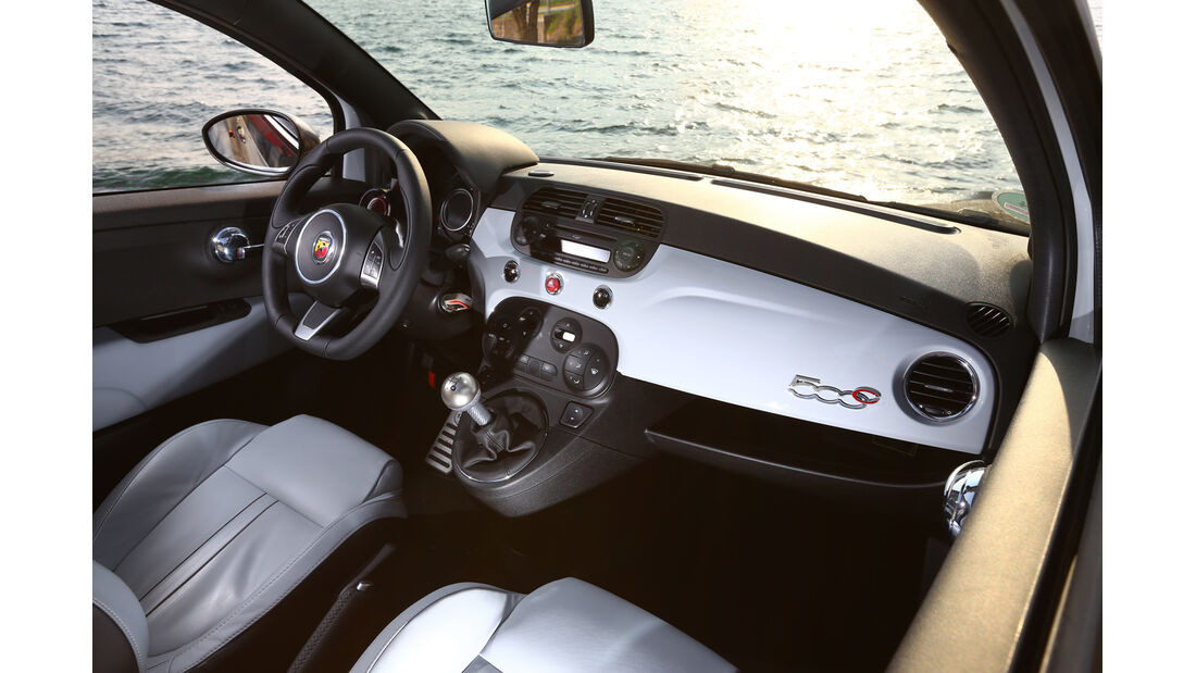 Fiat 500 Abarth 595C Turismo, Cockpit, Lenkrad