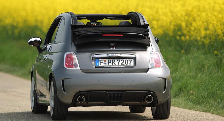 Fiat 500 C Abarth 1.4 T-Jet 16V, Cabrio, Rückansicht, Ausfahrt