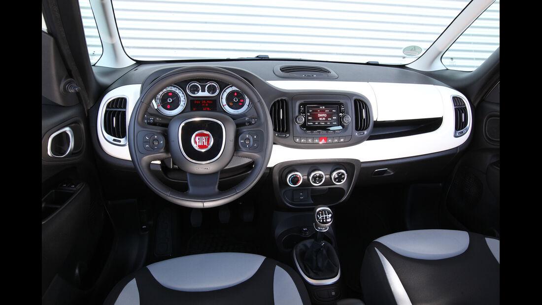 Fiat 500 L 1.4 16V, Cockpit, Lenkrad