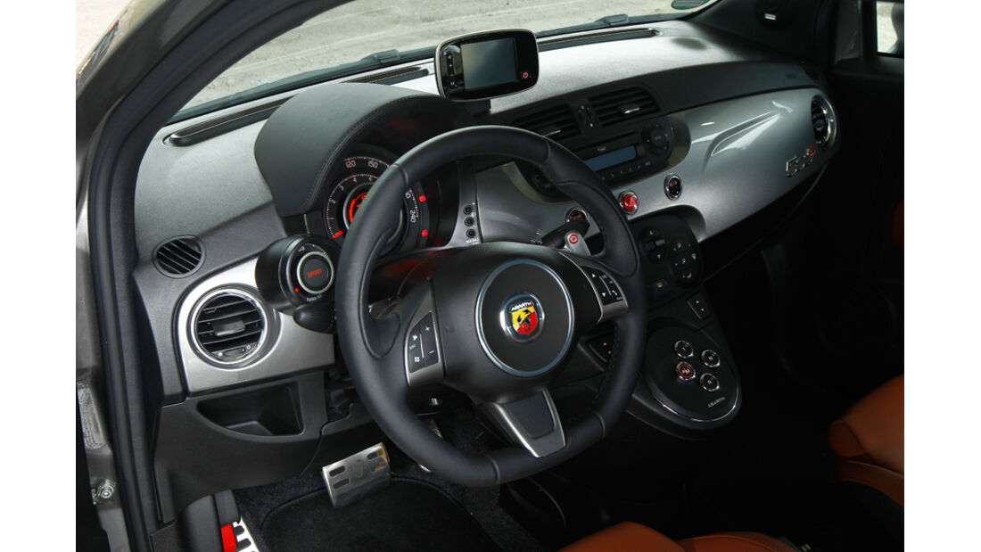 Fiat Abarth 500C, Innenraum, Lenkrad, Cockpit