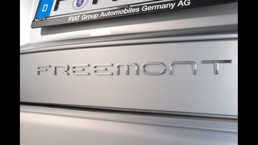 Fiat Freemont 2.0 Multijet Urban, Schriftzug, Typenbezeichnung