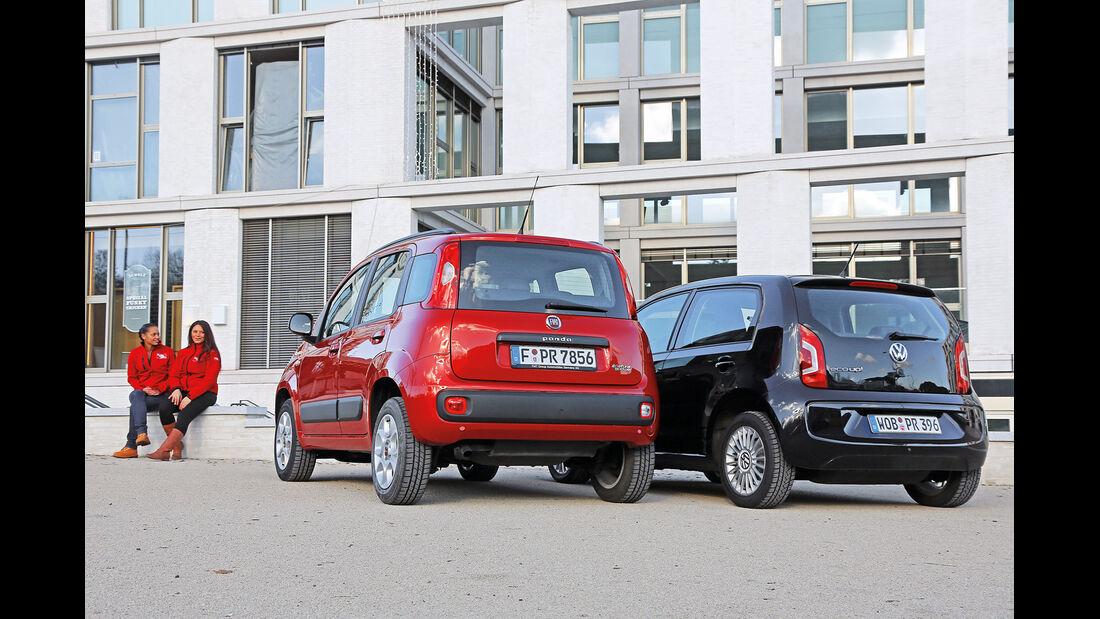 Fiat Panda 0.9 8V Natural Power Lounge, VW Up Ecofuel high up BMT, Heckansicht