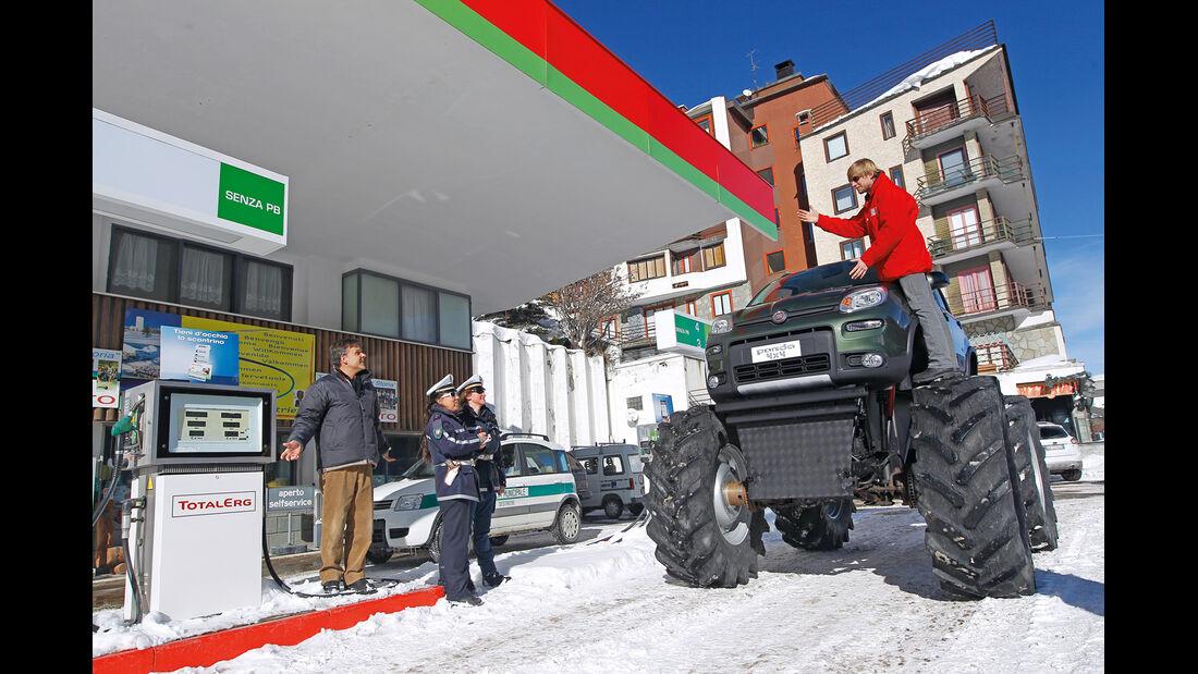 Fiat Panda Bigfoot, Frontansicht, Tankstelle