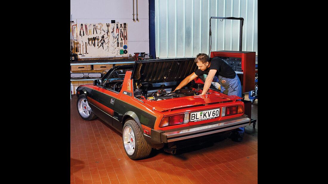 Fiat X 1/9 in der Werkstatt